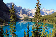 Moraine Lake. In the Banff Nationalpark in Alberta Canada Stock Images