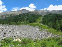 Moraine nelle montagne di Altai Fotografie Stock Libere da Diritti