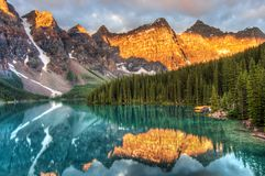Moraine See in Kanada Stockbilder