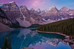 Moraine See in Lake Louise, Kanada Stockbilder
