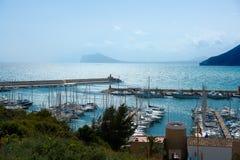 Moraira俱乐部Nautico小游艇船坞鸟瞰图在阿利坎特 图库摄影