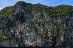 Morakot洞,安达曼海,在泰国美丽的目的地在亚洲,暑假的Trang顶面旅游胜地风景, 免版税库存照片
