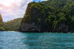 Morakot洞,安达曼海, Trang顶面旅游胜地在泰国,美丽的目的地在亚洲,暑假风景, 免版税库存照片