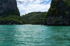 Morakot洞,安达曼海, Trang顶面旅游胜地在泰国,美丽的目的地在亚洲,暑假风景, 免版税库存图片