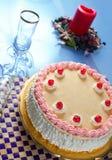 Morango do aniversário e bolo do creme foto de stock