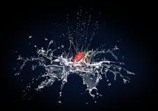 Morango e água Fotografia de Stock Royalty Free