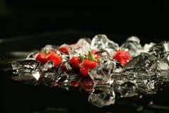 Morango e gelo Imagem de Stock Royalty Free