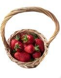 Morango em uma cesta em um fundo branco Fotografia de Stock Royalty Free