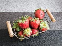 Morango fresca na cesta Foto de Stock Royalty Free