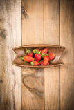 Morango na madeira Fotografia de Stock