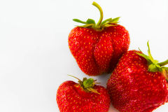Morango no fundo branco, morango natural vermelha, alimento saudável Imagens de Stock