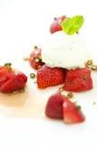 Morangos com gelado Fotografia de Stock
