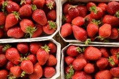 Morangos do mercado Imagem de Stock Royalty Free