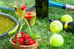 Morangos e champanhe Fotos de Stock