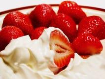Morangos e creme doce Fotografia de Stock Royalty Free