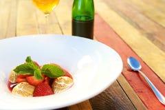Morangos e merengue foto de stock royalty free