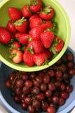 morangos e uvas Imagens de Stock Royalty Free