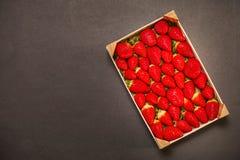 Morangos em uma caixa Fotos de Stock Royalty Free