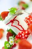 Morangos frescas com iogurte saudável Fotos de Stock Royalty Free