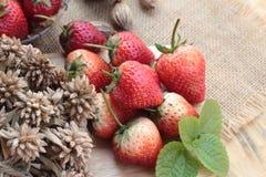 Morangos frescas vermelhas em delicioso Fotos de Stock Royalty Free