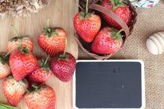Morangos frescas vermelhas em delicioso Imagem de Stock Royalty Free