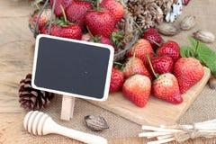 Morangos frescas vermelhas em delicioso Imagens de Stock