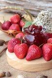 Morangos frescas vermelhas em delicioso e no doce Imagens de Stock Royalty Free