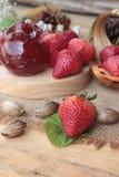 Morangos frescas vermelhas em delicioso e no doce Foto de Stock