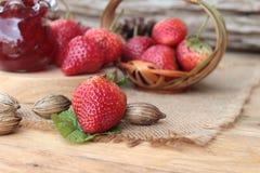 Morangos frescas vermelhas em delicioso e no doce Fotografia de Stock Royalty Free