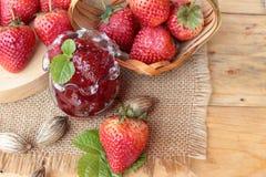 Morangos frescas vermelhas em delicioso e no doce Fotografia de Stock