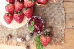 Morangos frescas vermelhas em delicioso e no doce Imagem de Stock Royalty Free