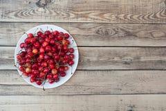Morangos frescas vermelhas na natureza Fotografia de Stock