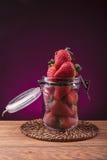 Morangos maduras deliciosas foto de stock