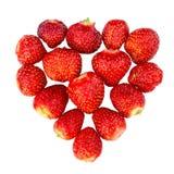 Morangos maduras frescas apresentadas na forma de um coração - conceito do amor para o projeto, isolado no fundo branco fotografia de stock royalty free