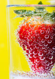 Morangos nas bolhas Fotografia de Stock