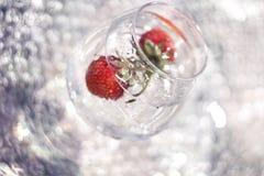 morangos no ciclo das reflexões Fotos de Stock