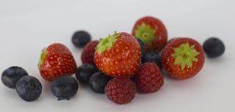 Morangos, rasberries, mirtilos Imagem de Stock
