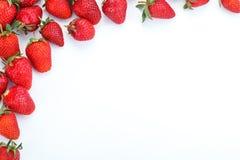 Morangos suculentas maduras em um fundo branco Foto de Stock