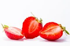 Morangos vermelhas maduras no fundo branco isolado Imagens de Stock