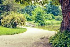 Moravia, Lednice, república checa Palácio impressionante de Lednice e parque bonito imagens de stock royalty free