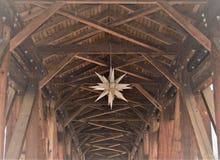 Moravian星在老萨利姆博物馆&庭院 免版税库存图片