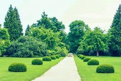 Moray, Lednice, Tschechische Republik Eindrucksvoller Lednice-Palast und schöner Park stockfotos
