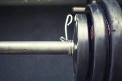 Morceau de barbell avec les poids lourds Image stock
