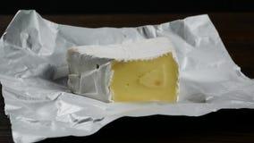 Morceau de fromage banque de vidéos