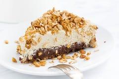 Morceau de gâteau au fromage avec du chocolat, plan rapproché Photographie stock libre de droits