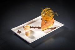 Morceau de gâteau crémeux photographie stock libre de droits