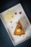 Morceau de gâteau crémeux photo libre de droits