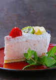 Morceau de gâteau de fête de dessert délicieux avec du chocolat Photo libre de droits