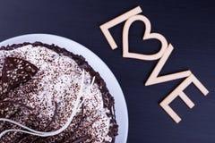 Morceau de gâteau et de l'amour de mot Photographie stock libre de droits