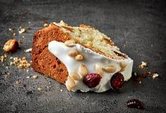 Morceau de gâteau de fruit Photos libres de droits